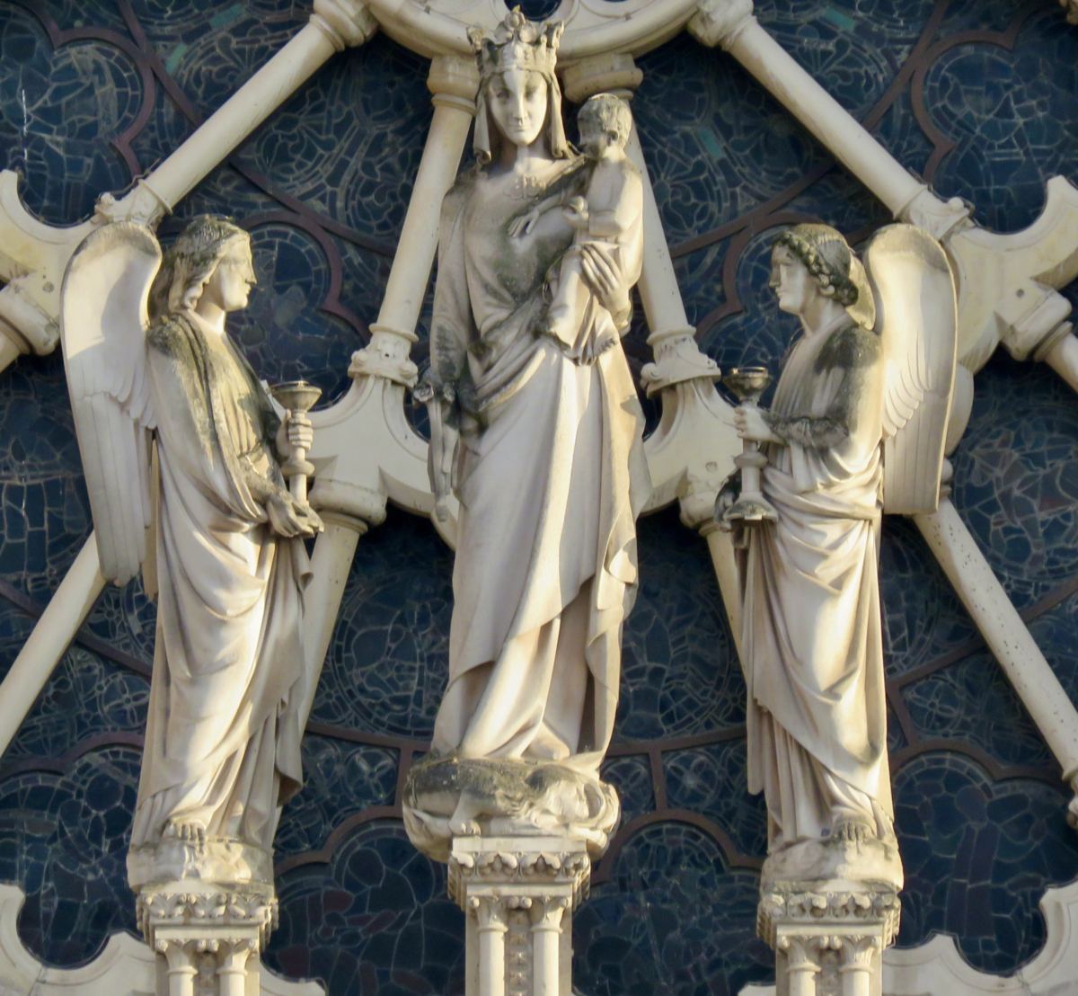 Notre Dame, Maria, als koningin van de Hemel
