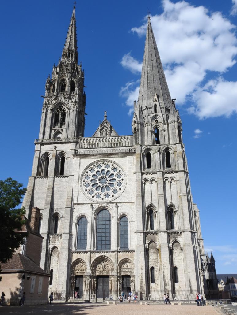 Het bekende silhouet van de kathedraal van Chartres
