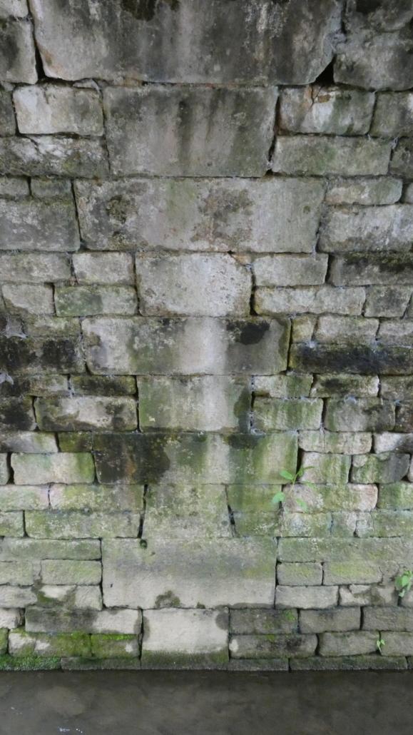 zorgvuldige samenstelling van ruwere en strakke steen.