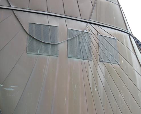helder doorgevoerde belijning in ventilatieroosters.