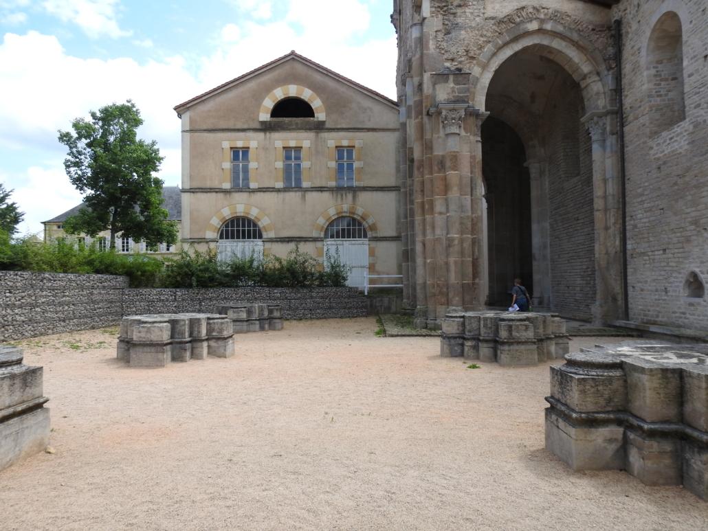 vrijgemaakte kolommen van de zuidelijke zijbeuk